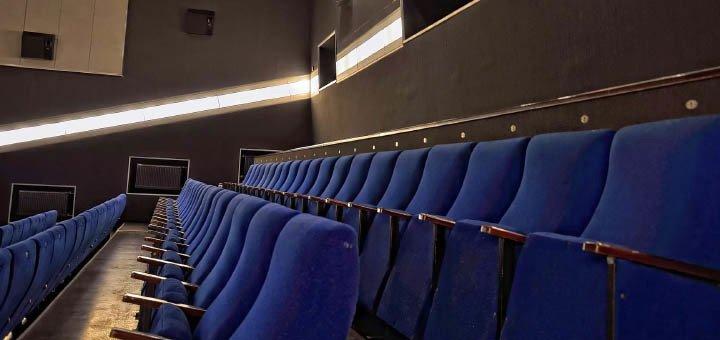 В подарок билет в кино