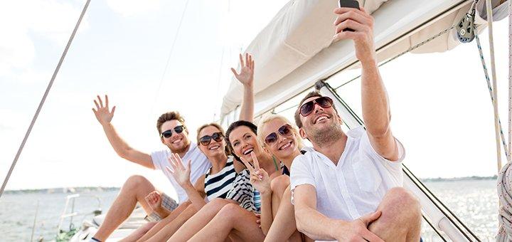 Скидка 37% на прогулку на парусной яхте на 3 часа в будние и выходные от «Кайт Серф Зона»