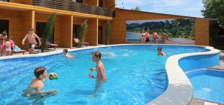 От 3 дней в сентябре на базе отдыха с бассейном «Коралловый остров» в Кирилловке