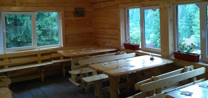 От 4 дней отдыха для двоих с питанием в домиках усадьбы «Аляска» в Карпатах