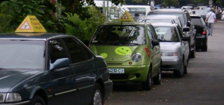Скидка до 38% на полный курс вождения в автошколе «Спойлер»