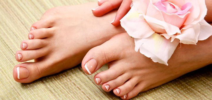 Классический обрезной, кислотный или spa-педикюр с массажем стоп от «AntiSalon»