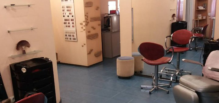 Стрижка, укладка, окрашивание, накрутка волос в салоне красоты «Priority»
