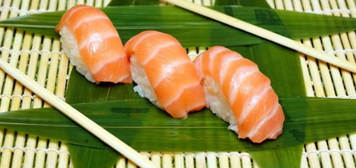 Скидка 40% на сет «Для двоих» в суши-баре «Sushi N Rolls»