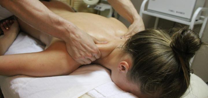 Масаж спини або шийно-комірцевої зони в масажному кабінеті «Artmassage»