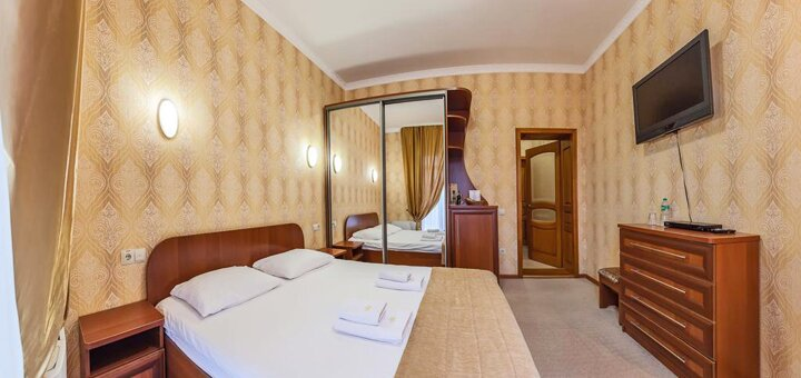 От 3 дней отдыха осенью с полным пансионом и оздоровлением в отеле «Золотая Корона» в Трускавце