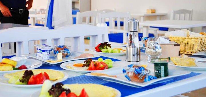 От 3 дней отдыха с завтраками в бархатный сезон в отеле «Афродита» на первой линии в Затоке