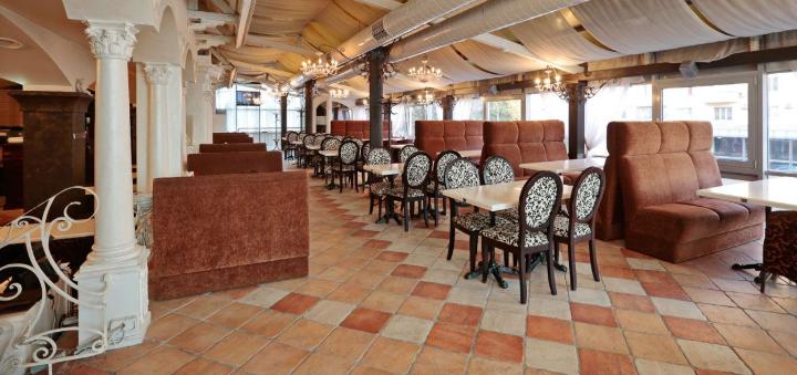 Скидка 50% на меню кухни, суши-бар и пиццу в семейном ресторане «Mafia»