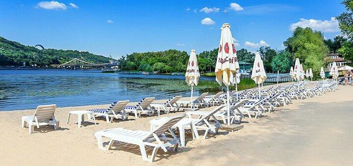Аренда шезлонга на пляже или у бассейна в пляжном комплексе «Sandali Truhanov Resort» в Киеве