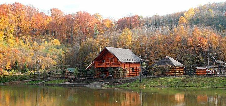 От 3 дней отдыха осенью и зимой в коттедже «Дача у Ивана» на берегу озера в Карпатах
