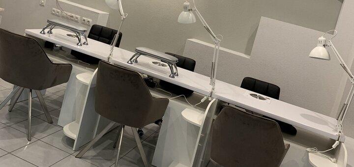 Снятие, маникюр и покрытие с выравниваем ногтевой пластины от топ мастера в салоне «Total look»