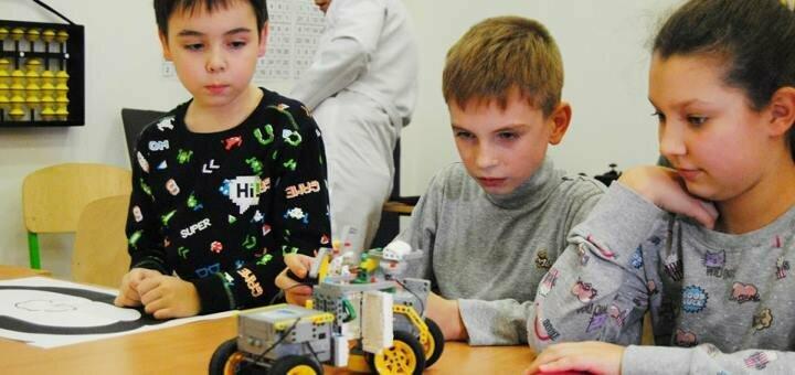 4 занятия по курсу «Основы робототехники» от международного центра развития «Kidbi»