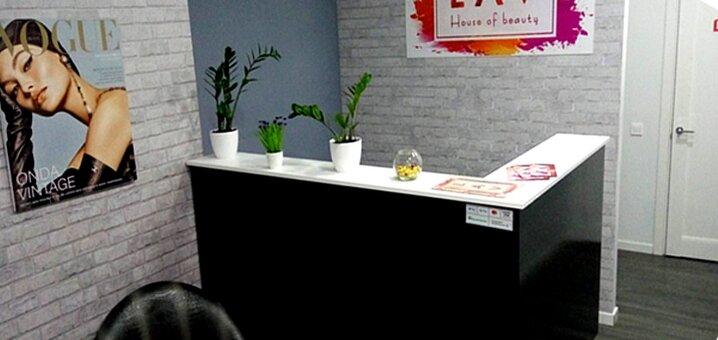 Маникюр, педикюр и однотонное покрытие гель-лаком в салоне красоты «LAV»